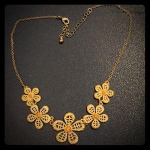 Elegant flower necklace